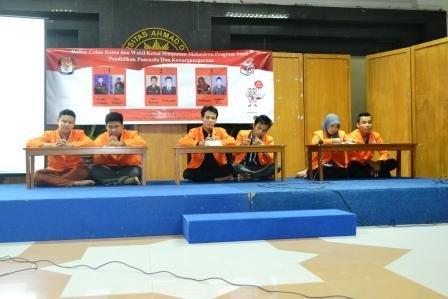 Tiga pasang calon Ketua dan Wakil Ketua HMPS PPKn mengikuti debat kandidat