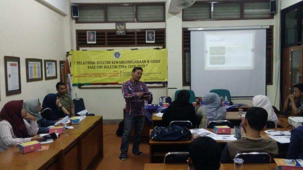 Pelatihan Buletin Kewarganegaraan dan Essay PPKn
