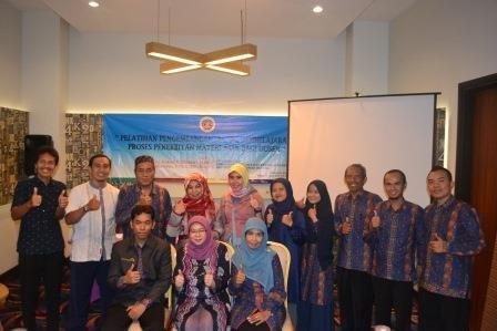 Pelatihan pengembangan materi ajar PPKn UAD