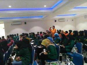 Peserta kunjungan ilmiah dan seminar bersama
